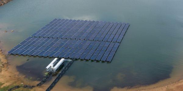Floatovoltaics solar panels